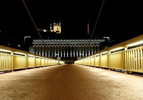 Lyon by night - Passerelle du palais de Justice