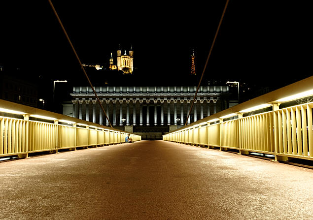 Lyon by night - Passerelle du palais de Justice