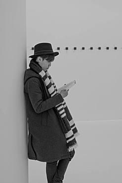 Jeune Homme en train de lire - Mudam Luxembourg