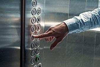 Asansör Düğmesi basılması