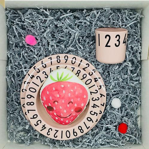 Babyset Erdbeertraum - Geschirrset und Erdbeerrassel
