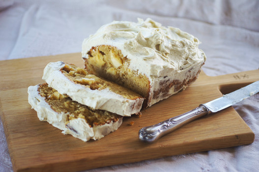 Cardamom spiced apple tea cake