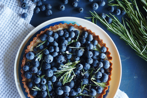 Blueberry and rosemary tart with spelt crust