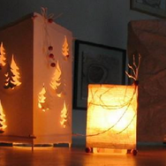 Lampions, guirlandes et lampes de table
