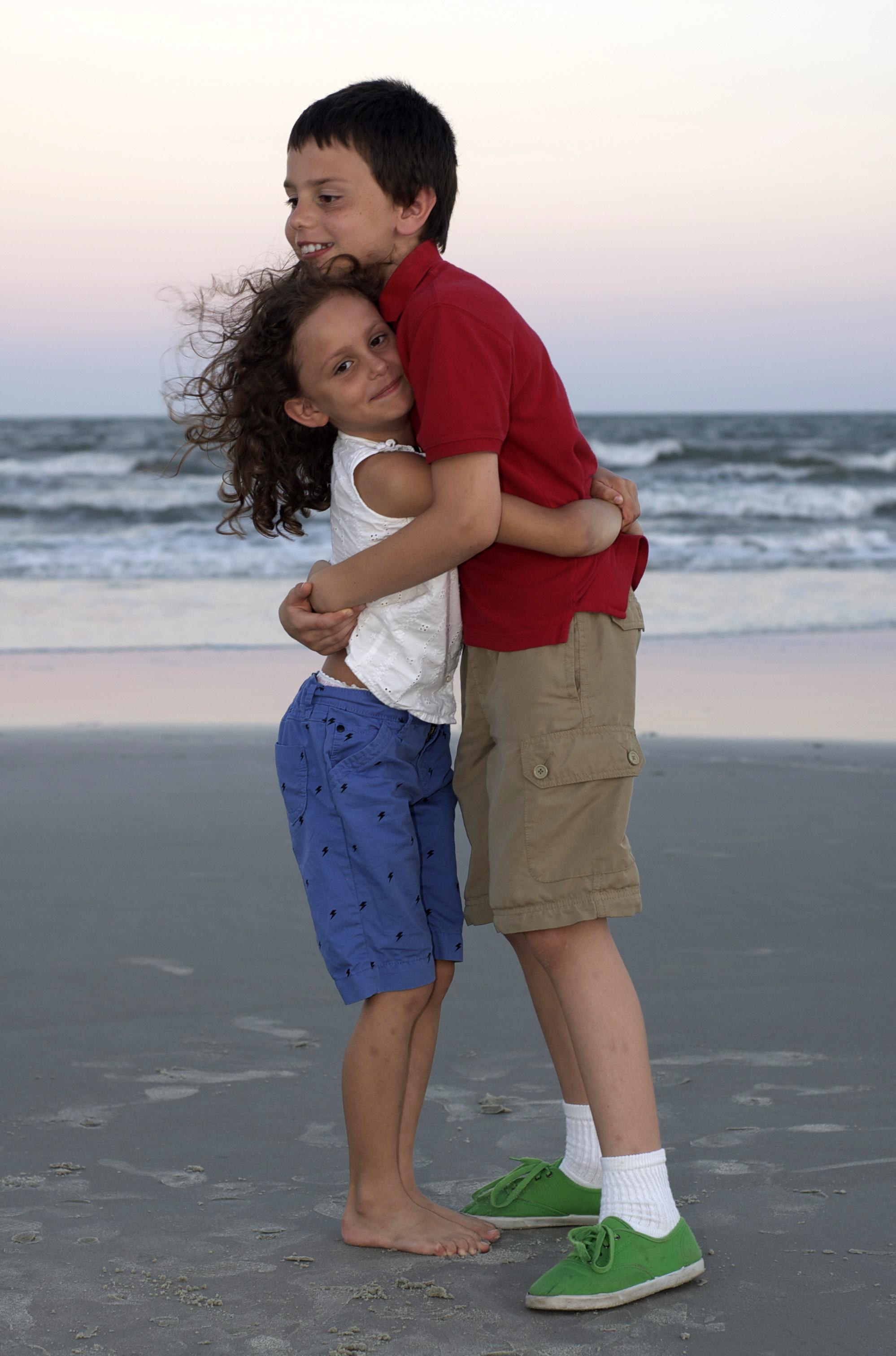 Gwen+and+Jake+hug