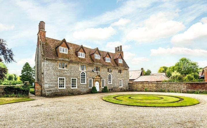 Manor House for Sale in Ogbourne Maizey near Marlborough