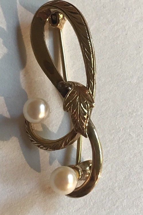 9 Kt Gold And Pearl Pin (marked 375)
