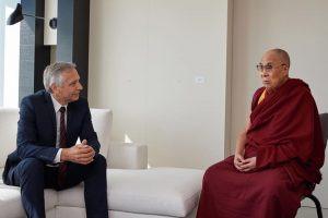 Figeľ v mene EÚ diskutoval v Bruseli s dalajlámom o ľudských právach