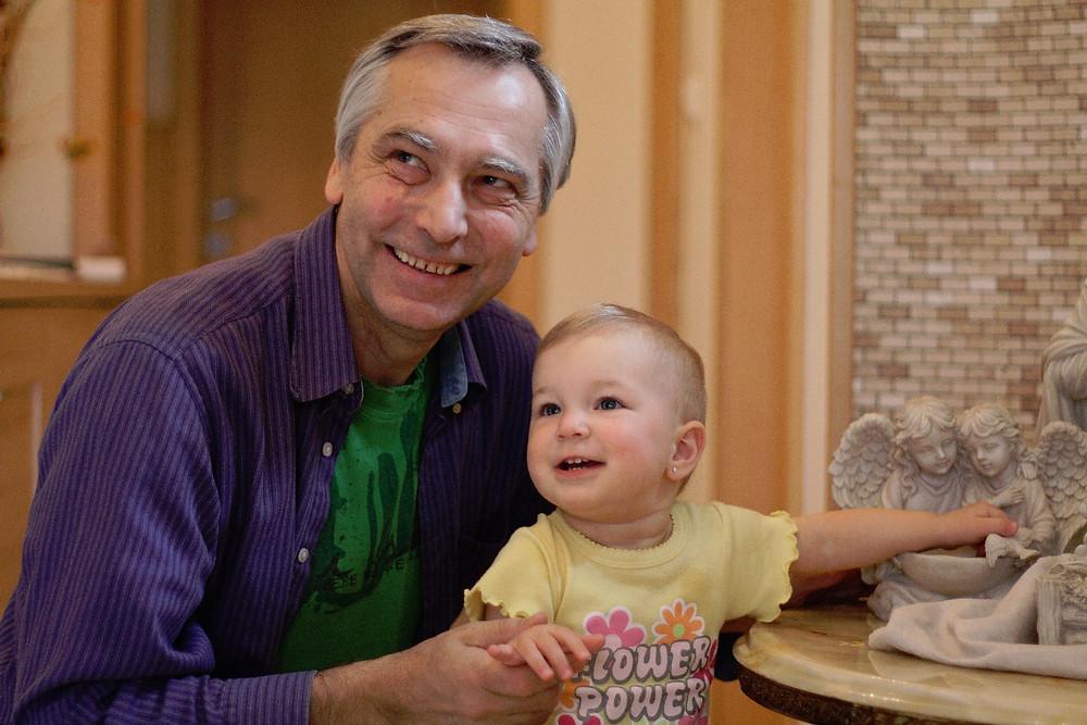 Ján Figeľ avec sa petite-fille Isabelle