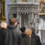 Tri návrhy vláde a zatvorené kostoly