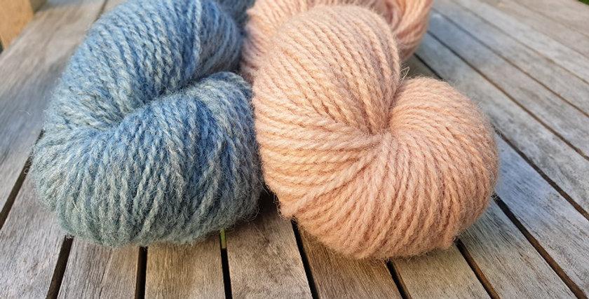 Vottepakke-Vinterblomstvottene-melertblåttoggammelrosa