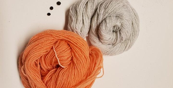 Vinterblomst_vottepakke_aprikos&lysegrå
