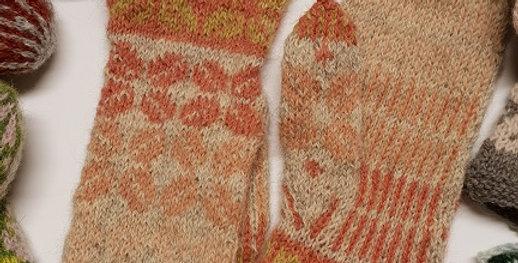 Vinterblomstvottene-strikkeoppskrift