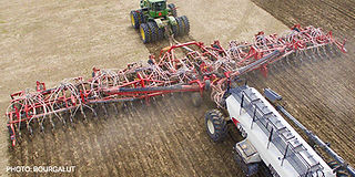 img-Bourgault-Air-Hoe-Drills-3420-Parali