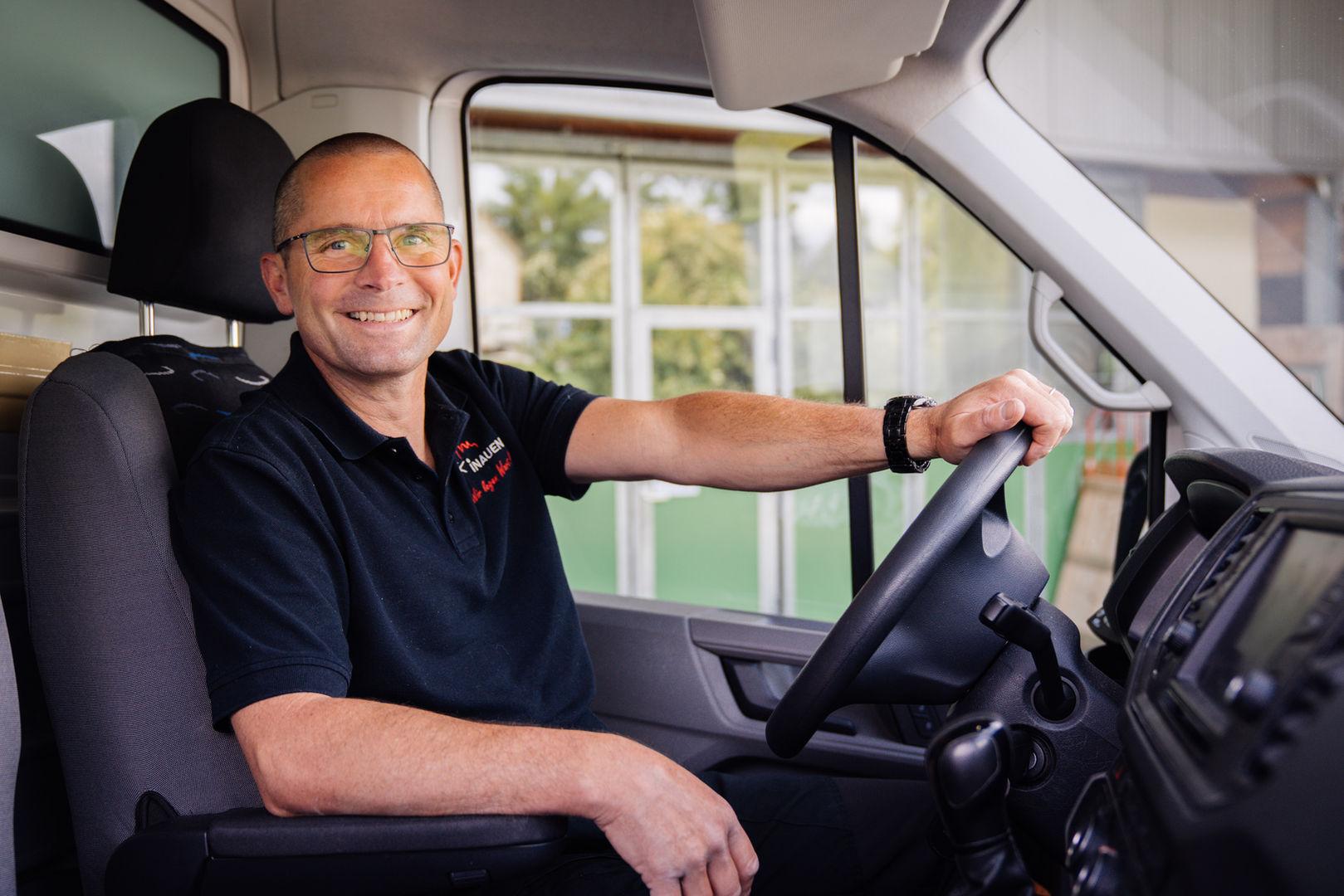 Roman Inauen im Lieferwagen