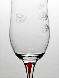 An App Can Scan Fingerprints From The Glass You're Drinking Water In... Yes, You Read It Right!!!