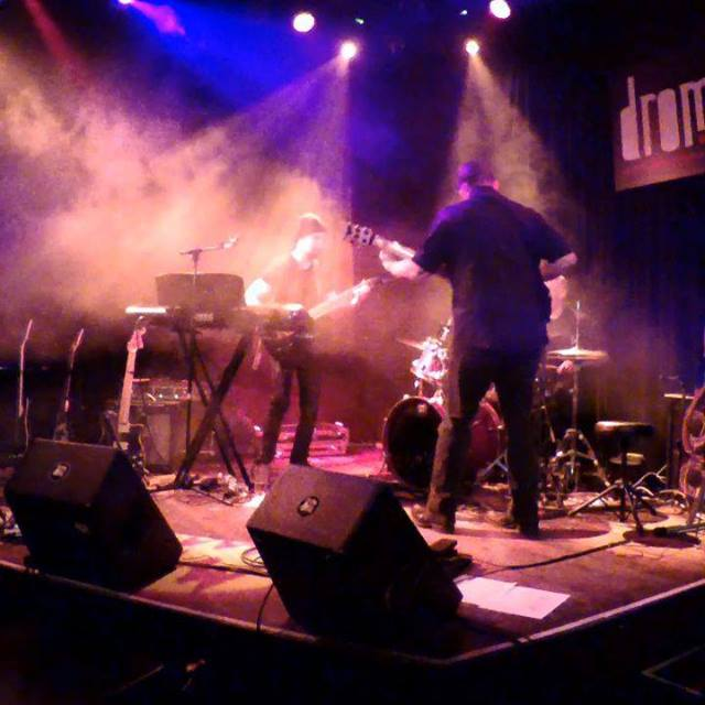 Quick clip from a live jam at DROM in NYC last Friday during the Zaritza show. Guitar - Chris Macock, drums - Steve Honoshowky   GHS Strings Spectraflex Morley/Ebtech The Musicians Rock Network Bass Players United Bass Musician Magazine Bass Player M