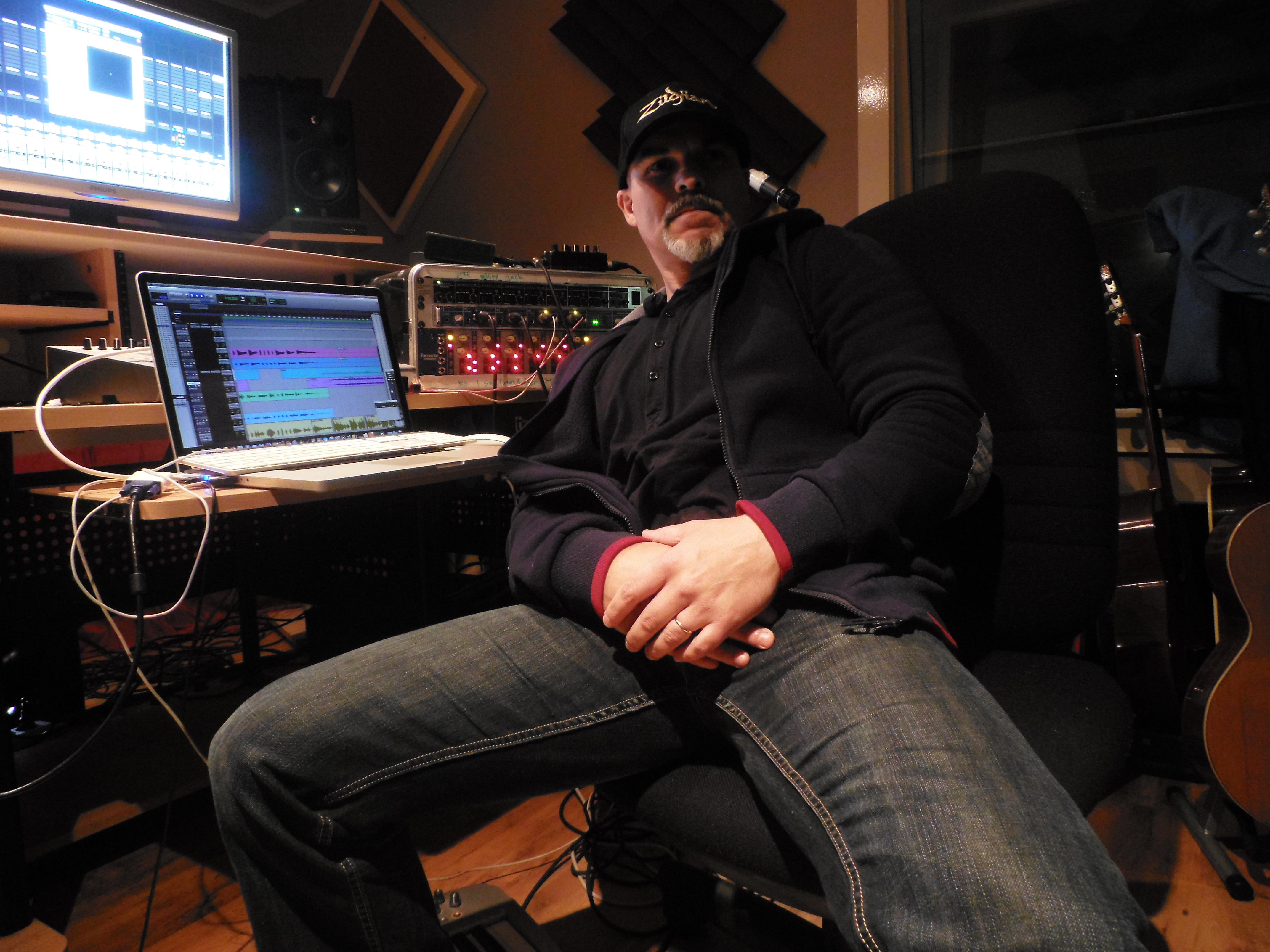 at Home - Studio Pulsar Music (L)