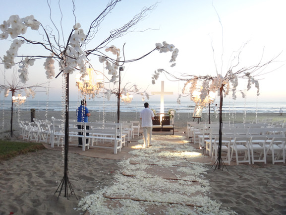 Casa Tasgar. Preparando el evento a pie de playa
