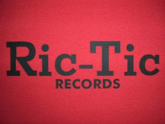 Ric-Tic Mens T