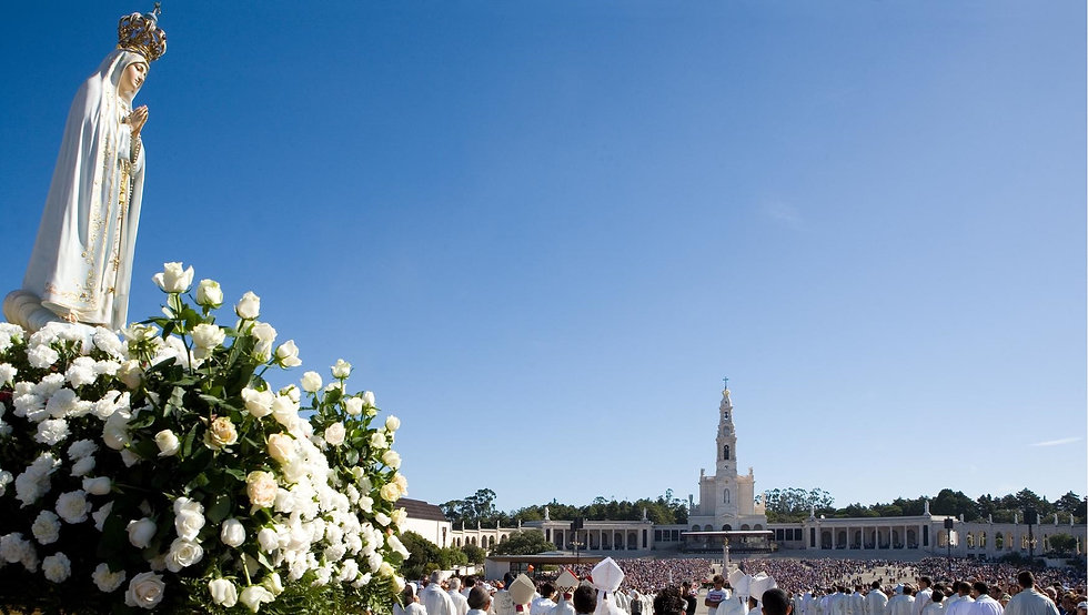 Pilgrims-at-the-Shrine-of-Fatima.jpg