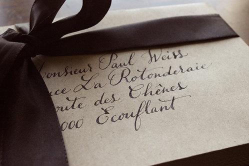 Enveloppe calligraphiée à la main