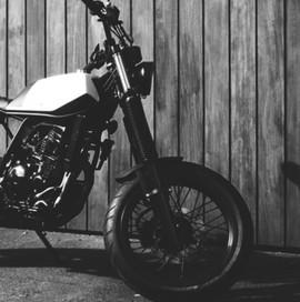 custom motorcycle yamaha honda suzuki ducati harley davidson triumph cafe racercustomização diferentes mentes moto esporte bicicleta bike life style arte design 1