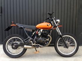 4_bros_moto_customizada_cafe_racer_custom_chopper_bobber_speed_retro_vintage_personalizada_pintura_motocicleta_motociclismo_motorcycle_diferentes_mentes_eduardo_erlea_dmotor_honda_yamaha_suzuki_bmw_harley_davidson_ducati_triumph_customizaçnao_moto.jpg