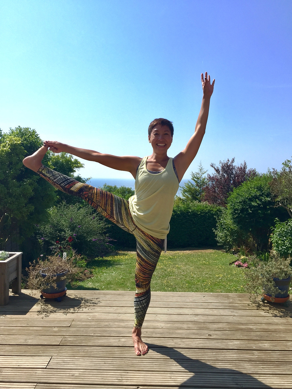 santosha. yoga practice with life loving bunch