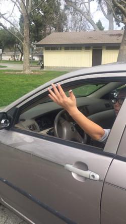 加州 驾照  开窗 打手势