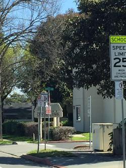 加州 驾照  教练教 限速路牌