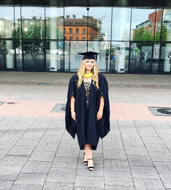 Happy graduation to meeeeeee 👩🏻🎓🎓🎉