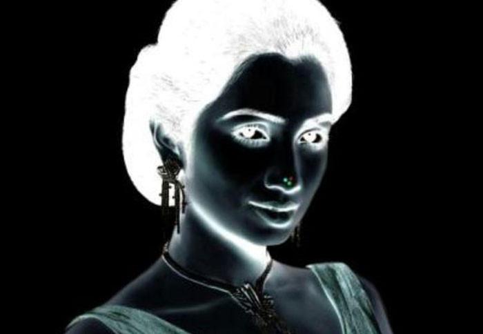 Illusion du visage volant - Source : https://www.fredzone.org/8-illusions-doptique-qui-vont-vous-retourner-le-cerveau-288