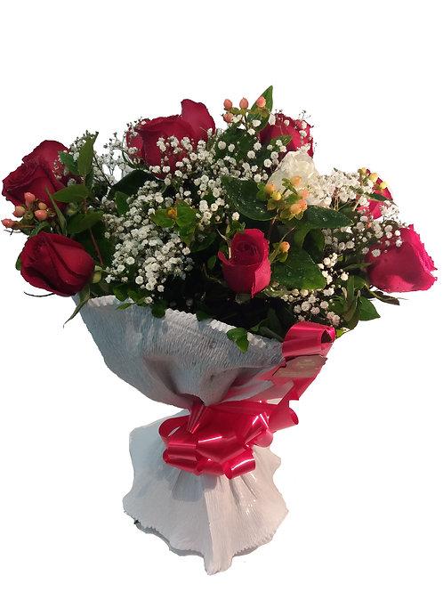 Buquê especial 12 Rosas (papel crepom)