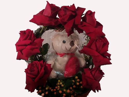 Cestinha de Rosas abertas com ursinho