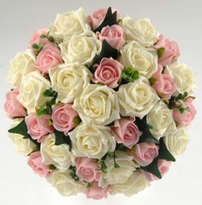 Rosas brancas e rosas. Entre em contato para orçamentos