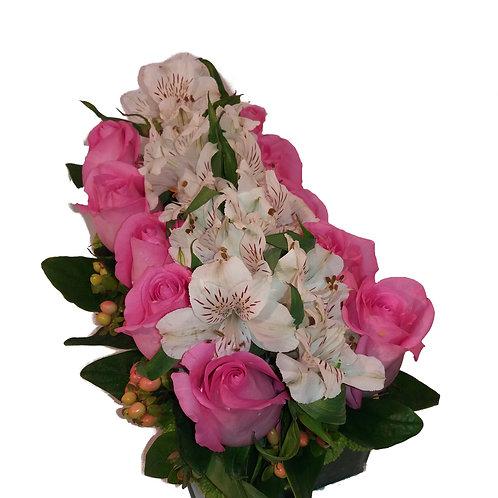 Jardineira Rosas rosas e Astromélias