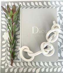 bare porcelain chain knot