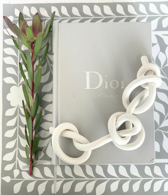 bare porcelain chain knot