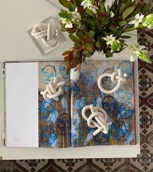 porcelain knots