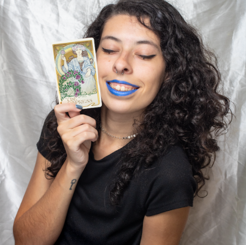 Tarot readings with Nara Capdeville