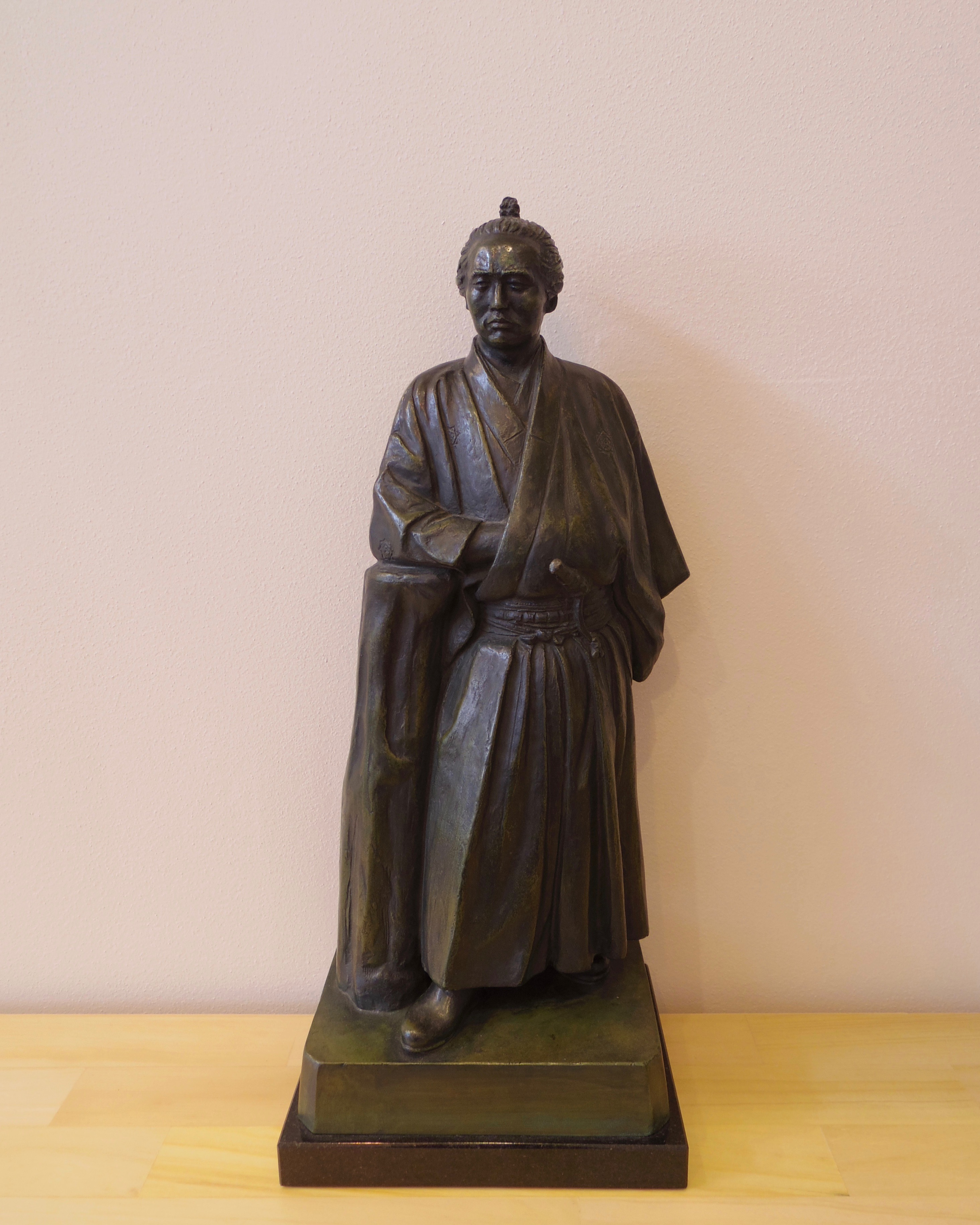 坂本龍馬像高さ37cm