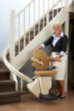 Cadeira-Elevador-para-Escada-Curva-1.jpg