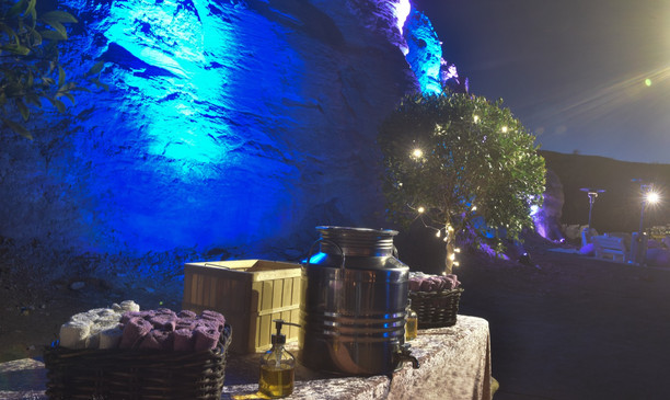 Hand rinsing table on an evening gala dinner in the Ramon Crater Israel