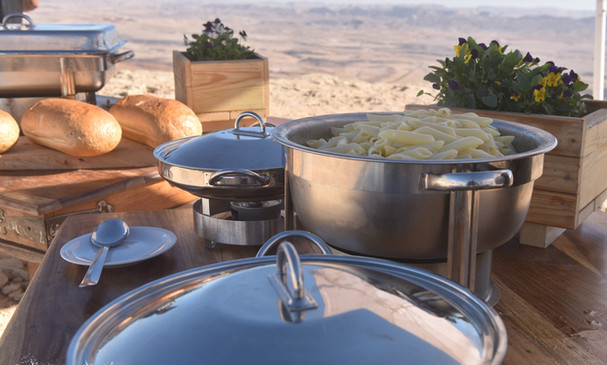 Oudoor Lunch on the rim of the Ramon Crater