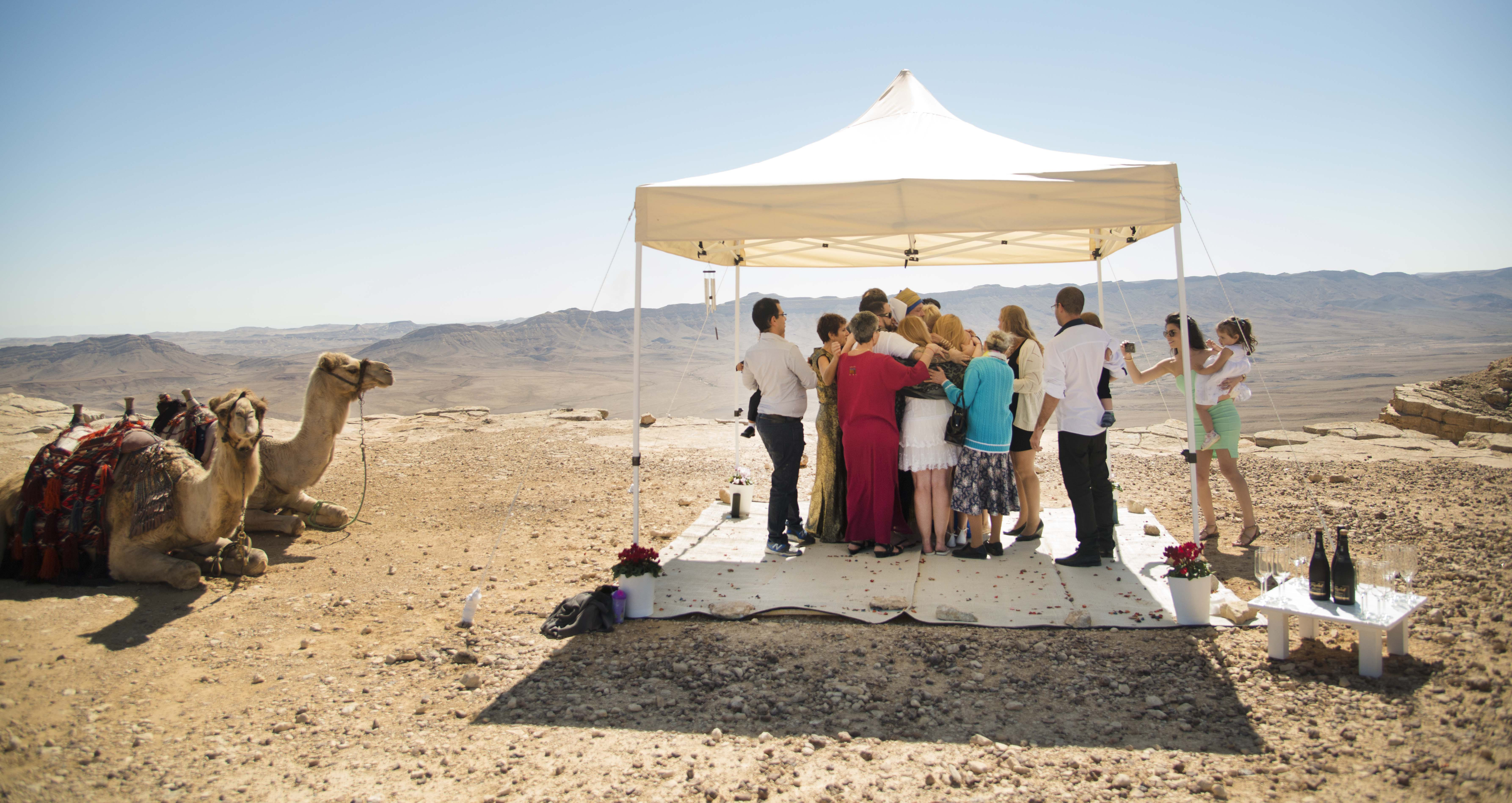 Wedding in the Ramon crater