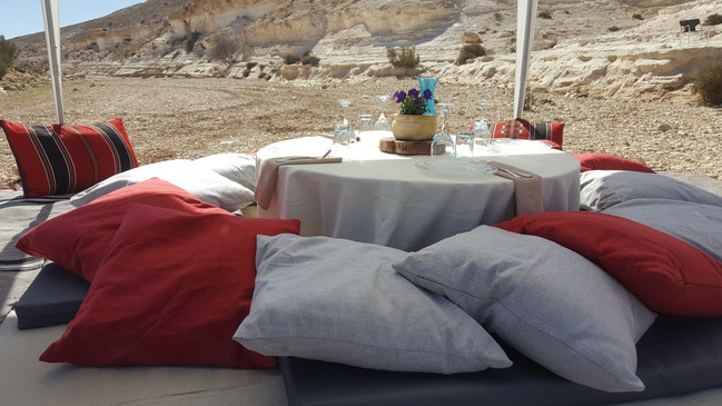 VIP lunch for 4 during A desert jeep tour near MItzpe Ramon