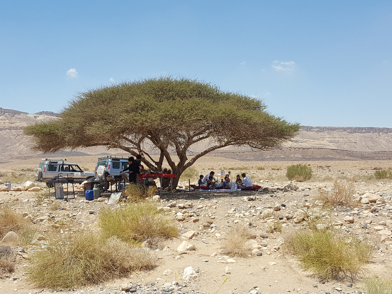 Jeep tour and pop up lunch in the Ramon Crater