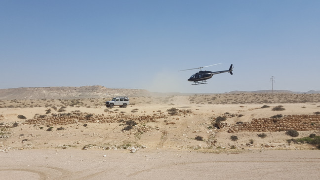 Fly & ride combe - helicopter flight to the desert followed by a jeep tour in the Ramon Crater