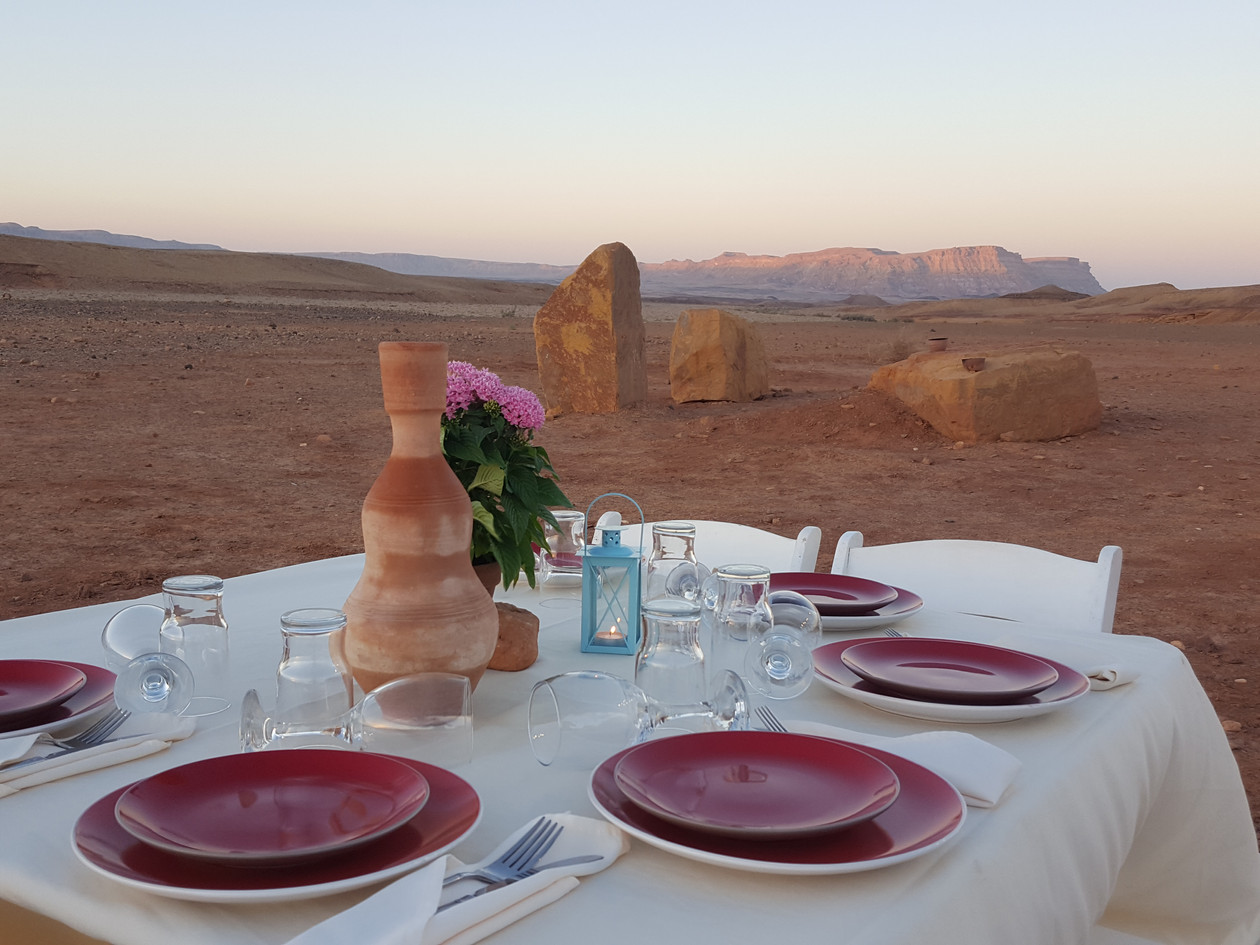 Private sunset meal in the Ramon Crater for a small family